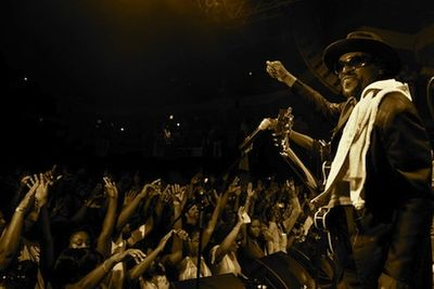 Chuck Brown Moves The Crowd