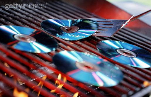 Barbecuing_CDs
